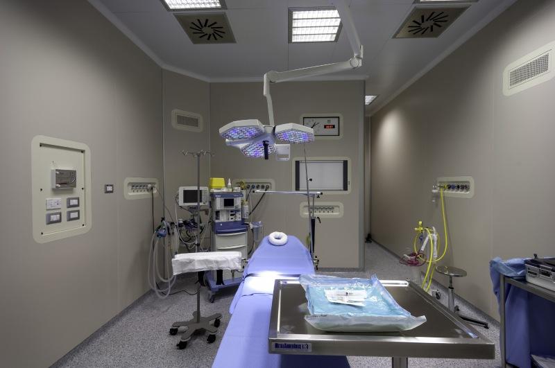 Foto di una sala operatoria del centro Napoli Ruesch