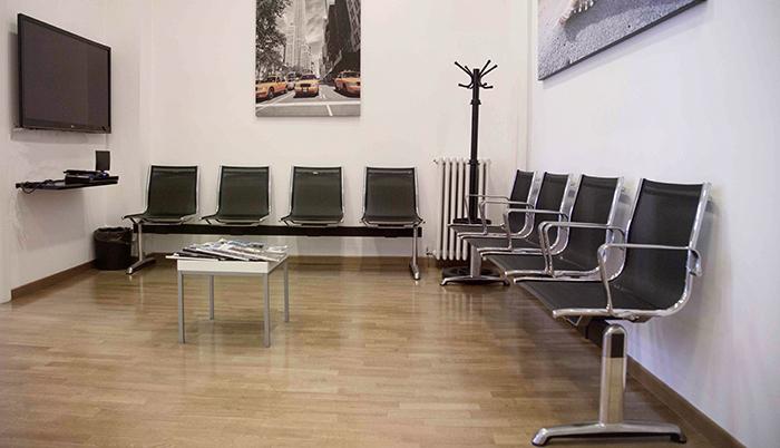 Foto della sala d'attesa del centro Mariano Comense (Como) – Felice Villa