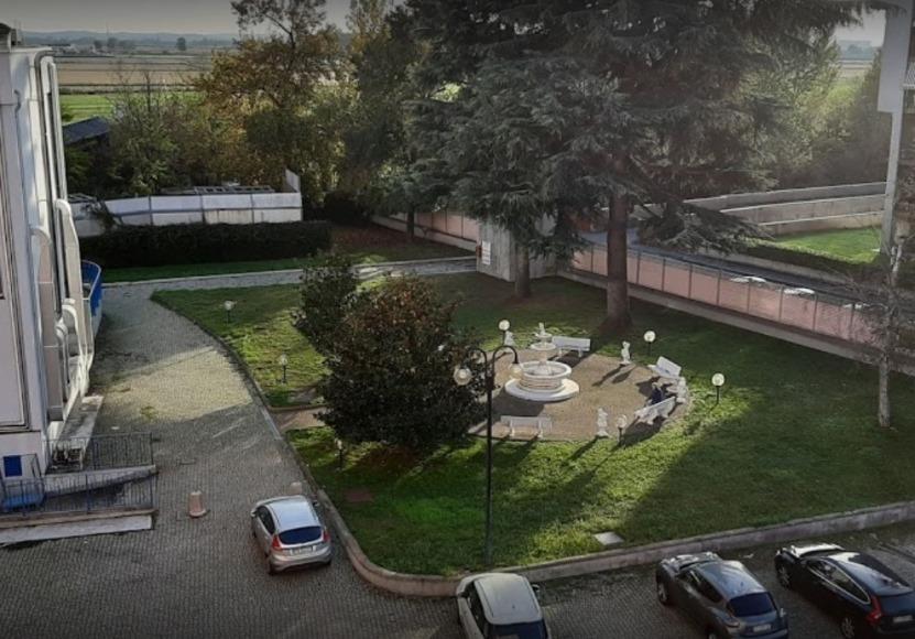 Foto del cortile del Centro Vercelli Santa Rita