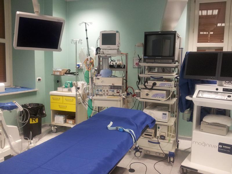 Dott. Vincenzo Caravello foto della sala endoscopia centro di Palermo