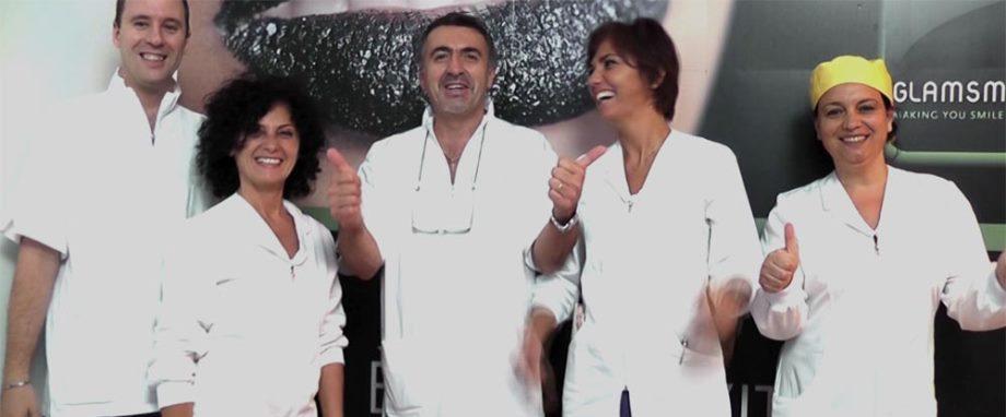 Foto del Dott. Alessandro Palumbo con il suo staff